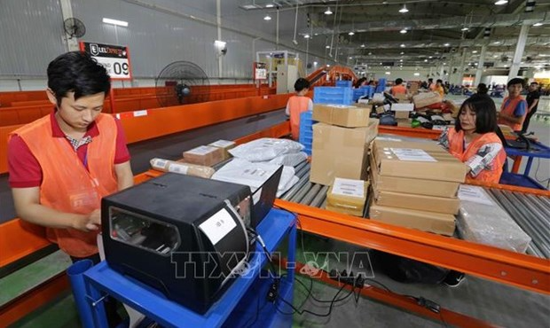 Workers of the Lazada e-commerce platform sort goods before delivery. Photo: VNA