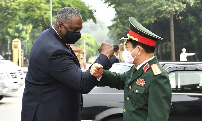 U.S. Secretary of Defense Lloyd Austin and Vietnam's Minister of National Defense