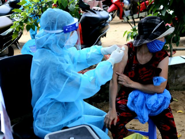 Local residents receive vaccinations in Thu Duc city's locked-down area in HCM city on Monday. Photo: VOV