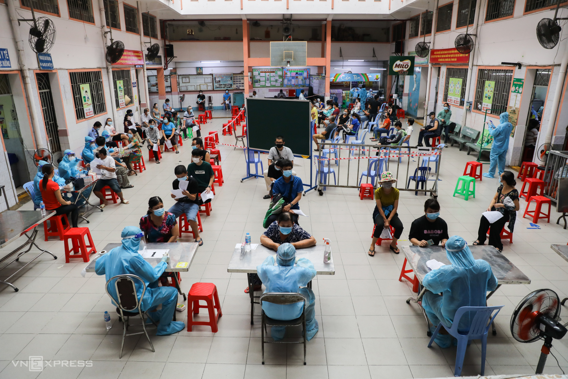 Vietnam News Today (August 4): Shippers in Ho Chi Minh City Receive Covid Vaccine Jab