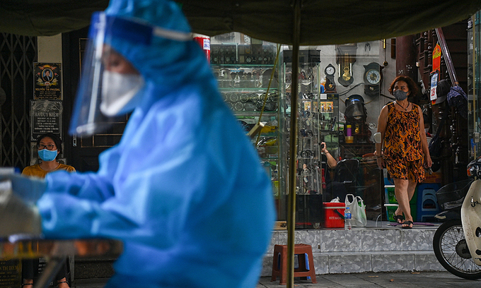 A citizen waits for Covid-19 test result in Hanoi. Photo: VnExpress
