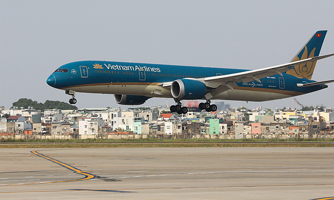 A plane of Vietnam Airlines at HCMC's Tan Son Nhat Airport. Photo: VnExpress