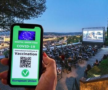 Vietnamese in Europe Support Covid-19 'Vaccine Passports'