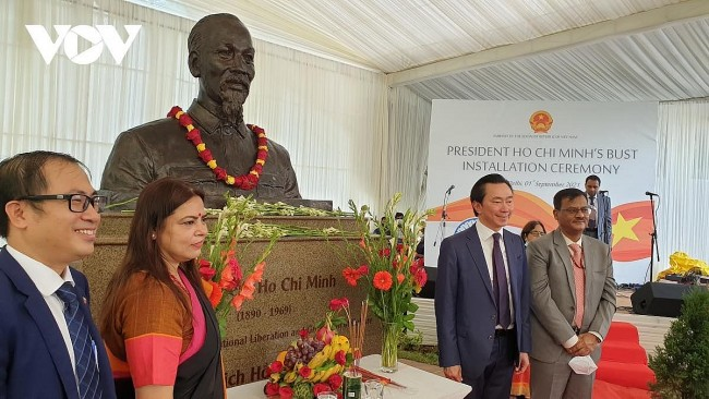 President Ho Chi Minh's Bust Presented in New Delhi, India