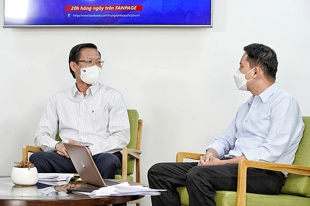HCMC Chairman Proposes New Covid-19 Orientations in Dialogue with Residents