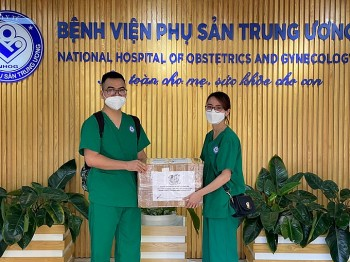 Hanoi's Running Community Donates Supplies to Doctors