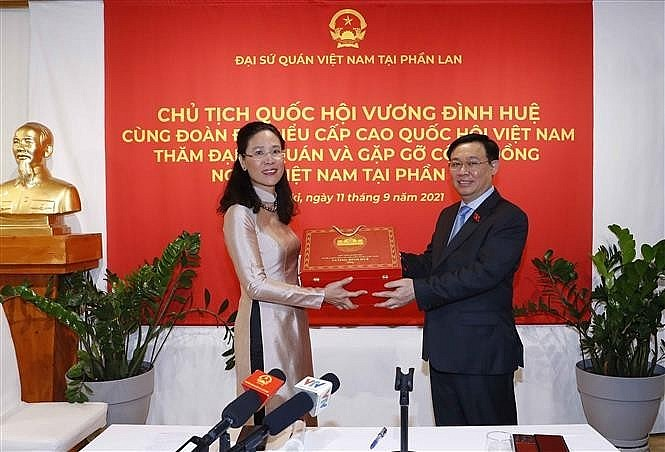 Vietnamese in Finland Support Community at Home and Abroad