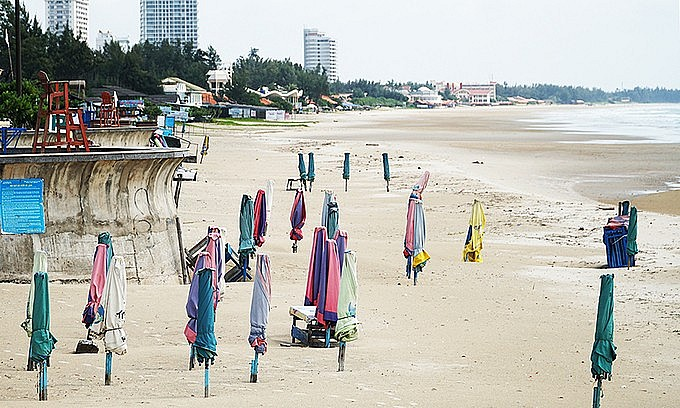 A beach in Vung Tau is devoid of people due to impacts of the coronavirus. Photo: VnExpress