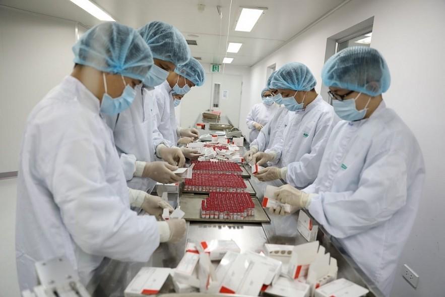 Sputnik V vaccine manufacturing process in Vietnam. Photo: VOV