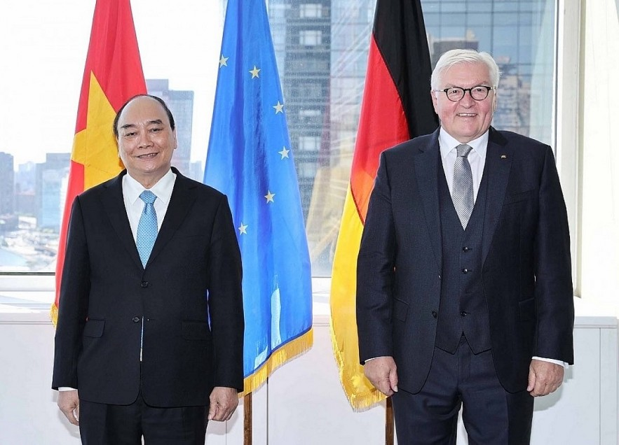 President Nguyen Xuan Phuc (L) meets with German President Frank-Walter Steinmeier in New York, USA, on the sidelines of the 76th UN General Assembly. Photo: VNA