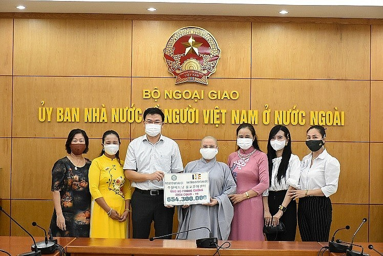 Overseas Vietnamese Join Hands with Covid-19 Combat at Home
