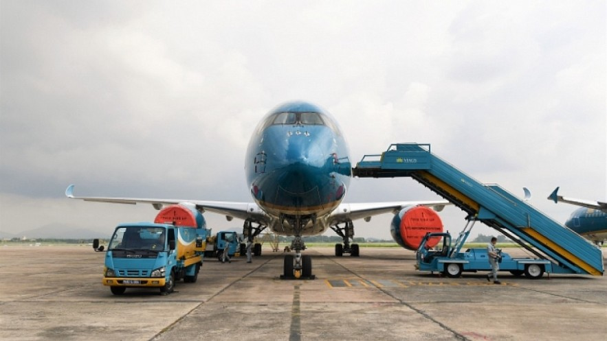 Vietnam Airlines will resume domestic routes from Hanoi to Ho Chi Minh City and other destinations during the pilot scheme from October 10-20. Photo: VOV