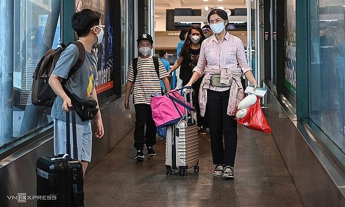 Passengers board a plane leaving Hanoi for HCMC, Oct. 10, 2021. Photo: VnExpress