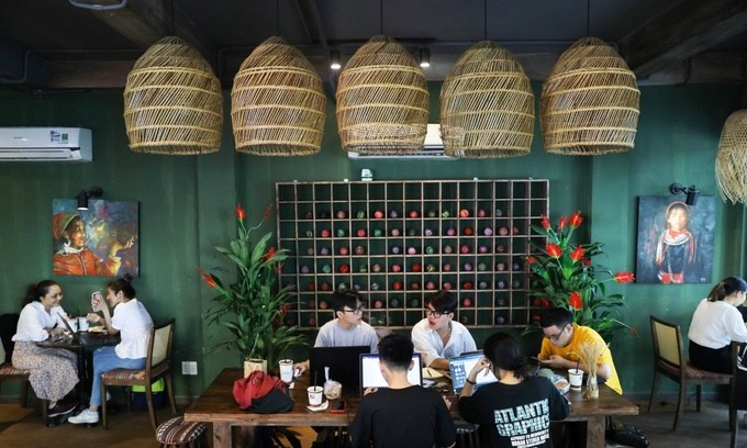 Vietnam News Today (October 28): HCM City Allows to Resume On-site Dining