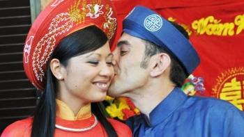 Love brings Italian archeologist, wife to Hoi An