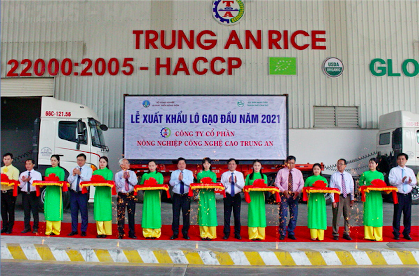 Vietnam ships first batch of rice exports for 2021 to Singapore, Malaysia