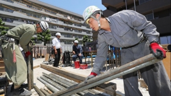 Foreign workers in Japan hit record high