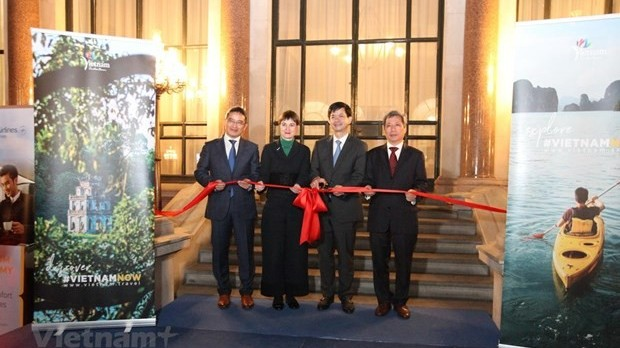 vietnams first overseas tourism office opened in uk