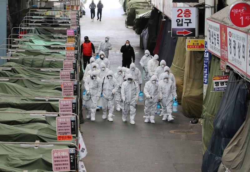 coronavirus outbreak south korea raises threat alert level