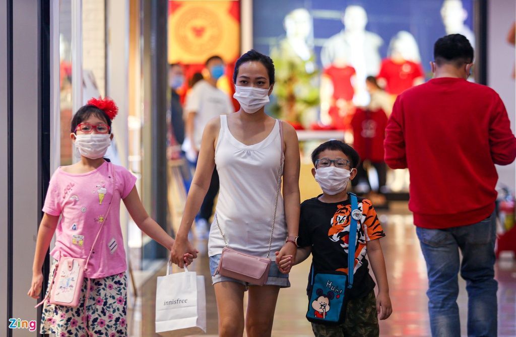 Photos: HCMC's shopping centers deserted ahead of Tet due to Covid-19