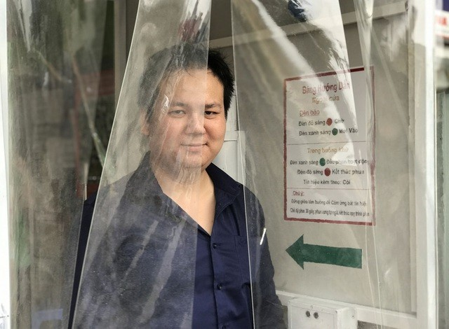 hanois pizza restaurant equipped with disinfection chamber to prevent coronavirus