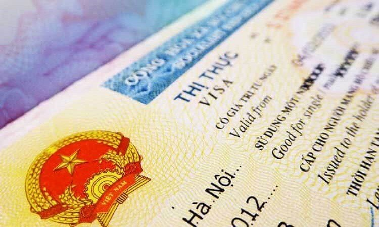 how to avoid trouble when extending visa in vietnam amid covid 19