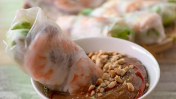 recipe vietnamese salad rolls with peanut dipping sauce goi cuon