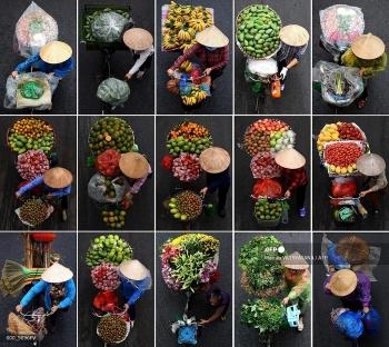 Vietnam street vendors cycle door to door for deliveries