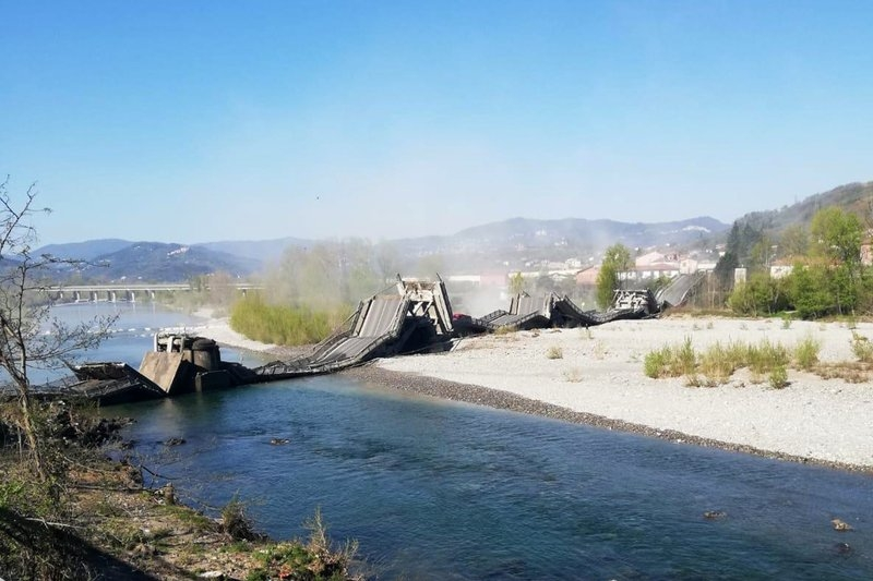 world news today italian bridge collapse uk needs more ventilators for coronavirus crisis pink moon seen around the world