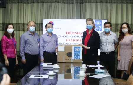 UNDP donates 20,000 medical masks to help Vietnam fight against COVID-19