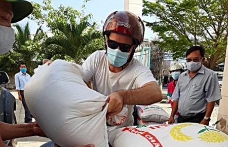 Foreign tourist donates Vietnam