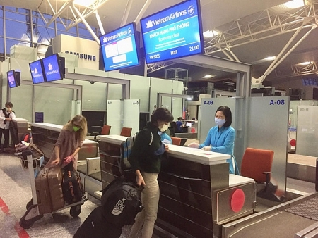 Vietnam supports repatriation of 50 Italian citizens, aiding 4 tons medical equipment