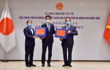 Vietnam mountainous province of Yen Bai donates 20,000 medical masks to Japan