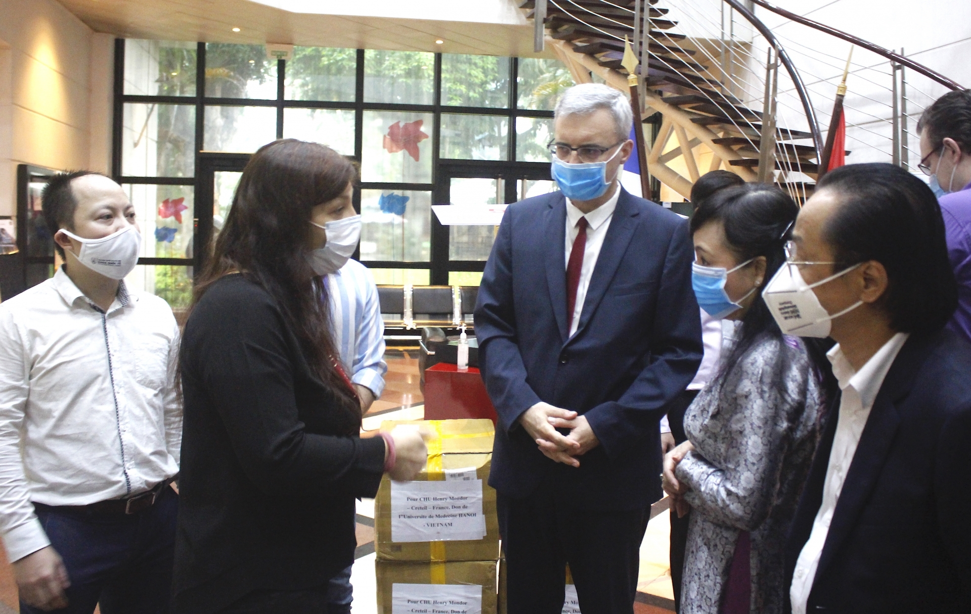 vietnam france friendship association donates 51000 masks to france