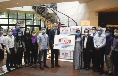 Vietnam – France Friendship Association donates 51,000 masks to France