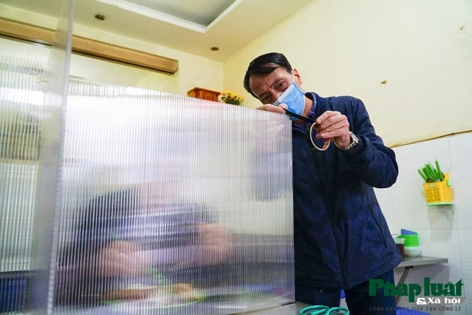 hanoi restaurants install mica barriers as covid 19 prevention