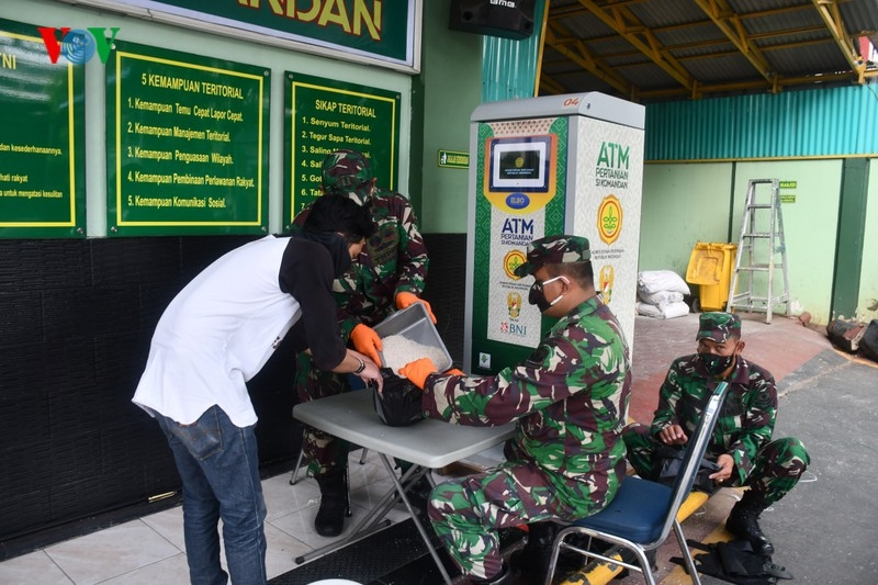 indonesia replicates vietnams rice atm to support those in need during covid 19
