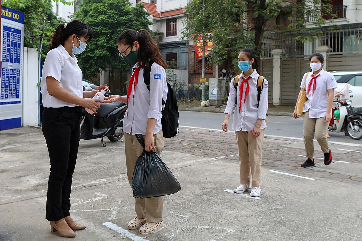 vietnam schools reopen after three month closure due to the covid 19