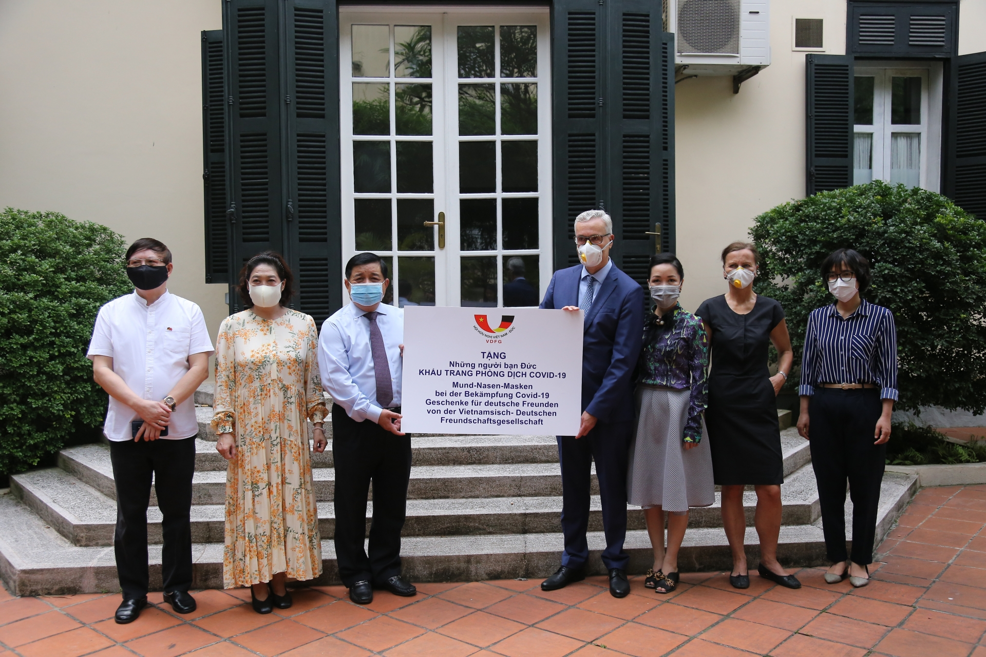 vietnam germany friendship association donates 80000 masks to help germans fight against covid 19