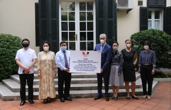 hanoi donates medical supplies to help moscow cope with covid 19