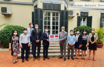 hanoi based ce0ntre of medical research donates much needed medical supplies to germany