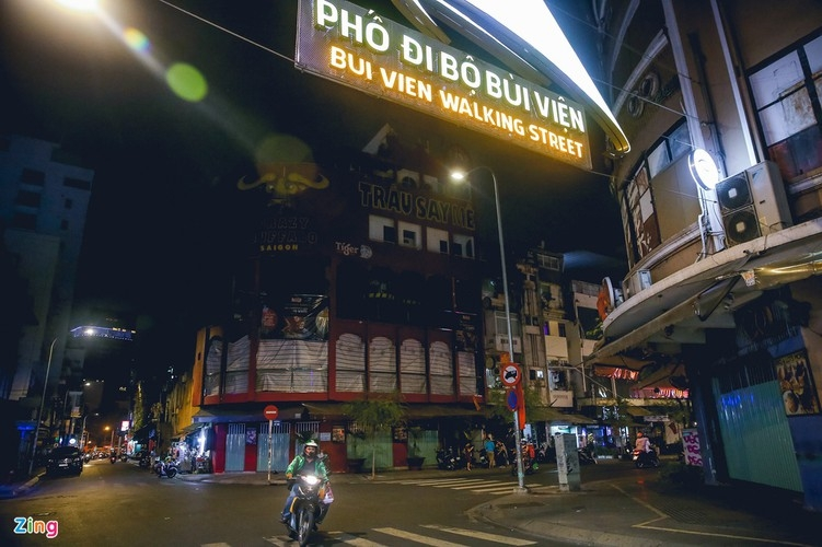 bui vien walking street remains deserted after re opening
