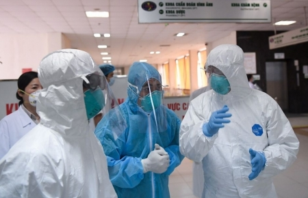 Vietnam considers lung transplant for British Covid-19 patient