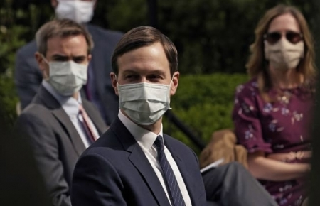 White House requires staff to wear face masks [Photos]