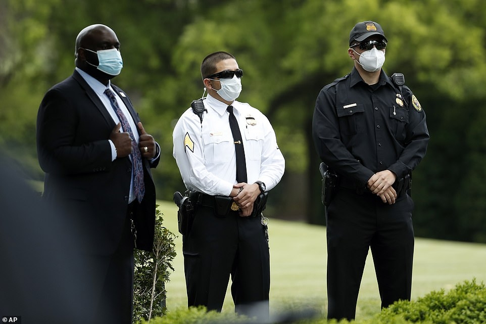 white house requires staff to wear masks photos