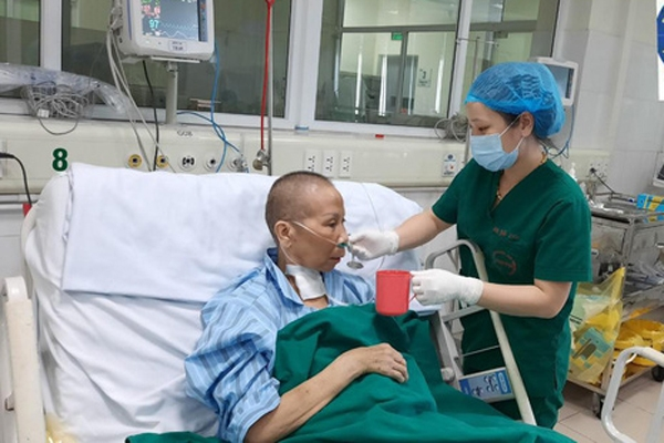 video one of most critical covid 19 patients in vietnam has miraculous recover