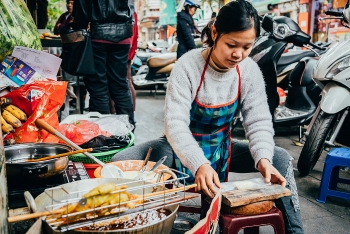 hanoi requires street food vendors to wear masks