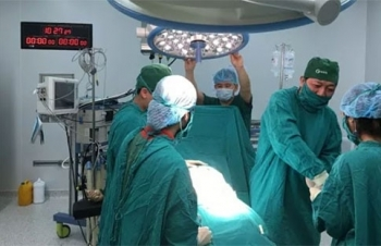 first transgender man gives birth to baby in vietnam