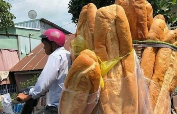 vietnamese giant loaves of bread attract worldwide attention