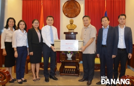 da nang city donates 5000 antibacterial masks to laos